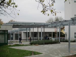 neue Überdachungen  für Schüler und Lehrer