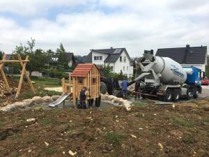 Bürger bauen einen Spielplatz in Dornstadt Scharenstetten