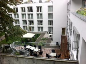 Laustraße 1